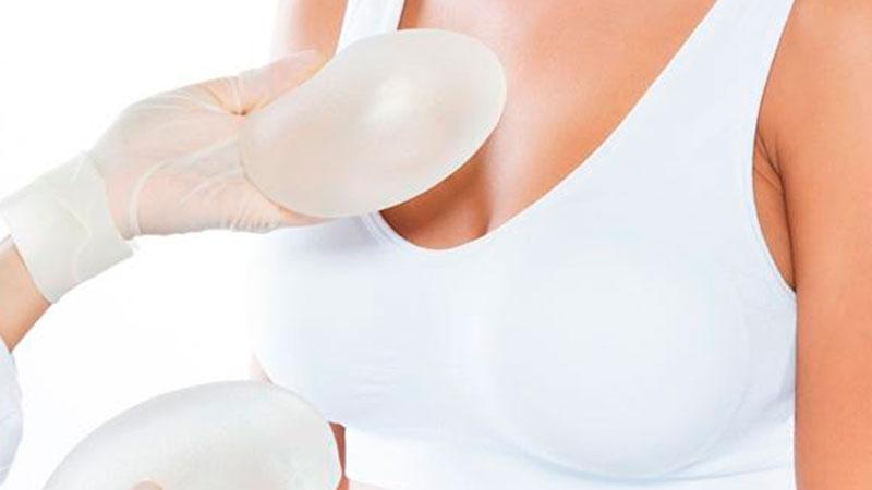 Acompaña a tu hija en la  Cirugía de Implante de Mamas